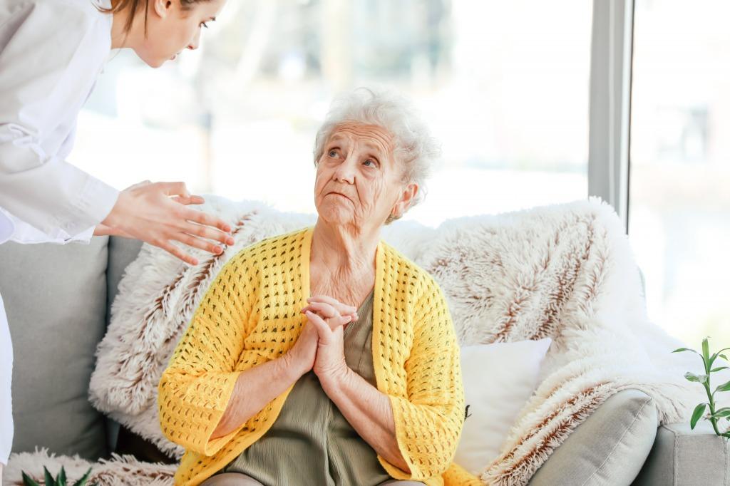 高齢者が旅行に感じる不安、お悩みと注意点