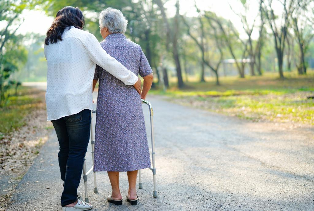 長期入院患者の方の看護の一環としての散歩